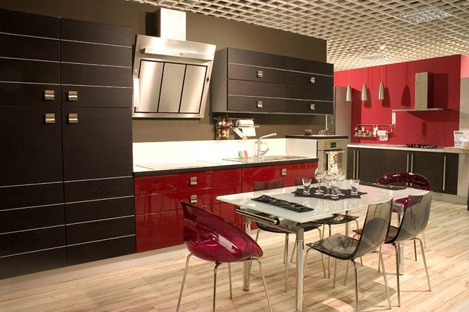Sedie trasparenti per arredare la cucina moderna